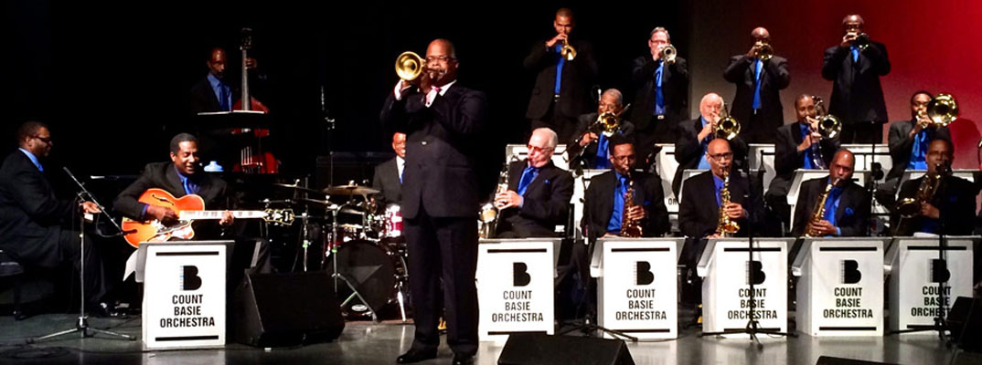 A Very Swinging Basie Christmas.The Legendary Count Basie Orchestra Presented By Gualala
