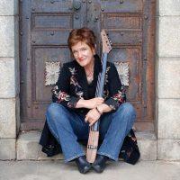 Jami Sieber, Electric Cellist in Concert