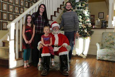 Gingerbread Decorating and Santa Photo Shoot at th...